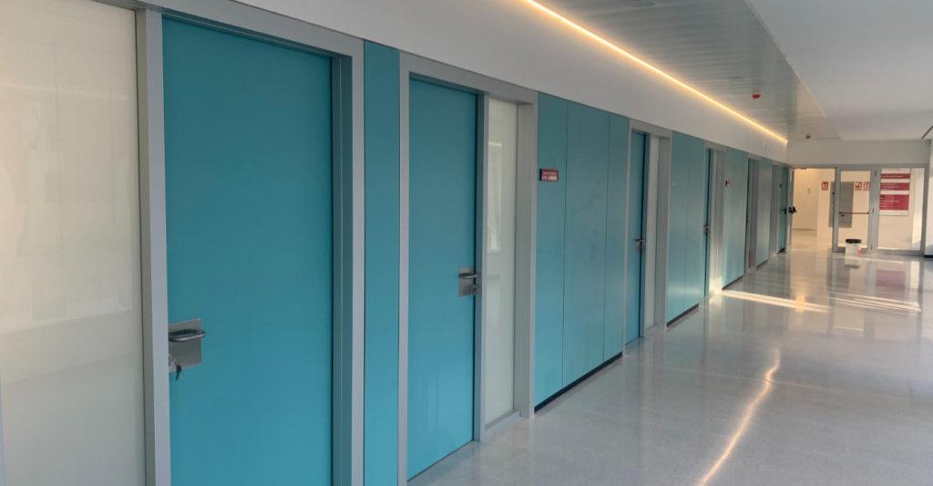 Puertas técnicas para centro de salud